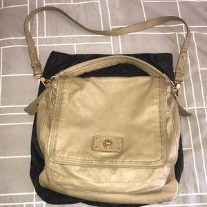"Marc Jacobs 14"" x13"" Large Messanger Tan Gold det"